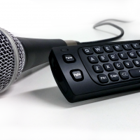 Microphone and remote control